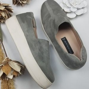 💝🌷 Steve Madden Gray & White Suede loafers 8.5